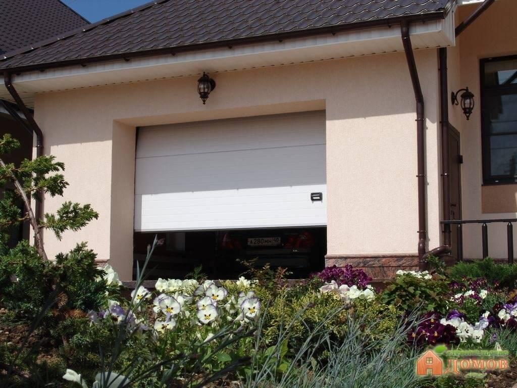 Подъемно-секционные гаражные ворота: цена, монтаж, преимущества