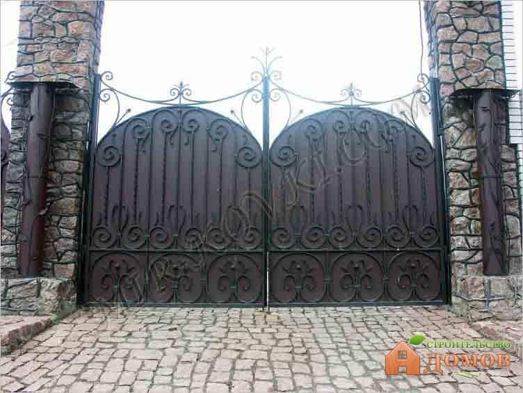 Железные ворота в частный дом