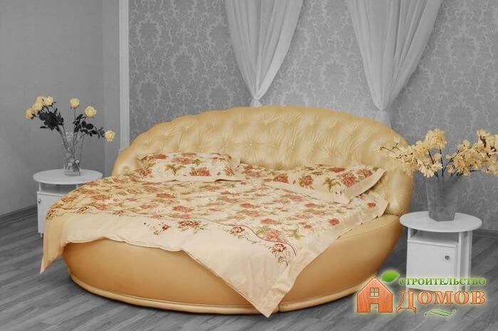 Круглая двуспальная кровать. Стоит ли её покупать – все «за» и «против»?