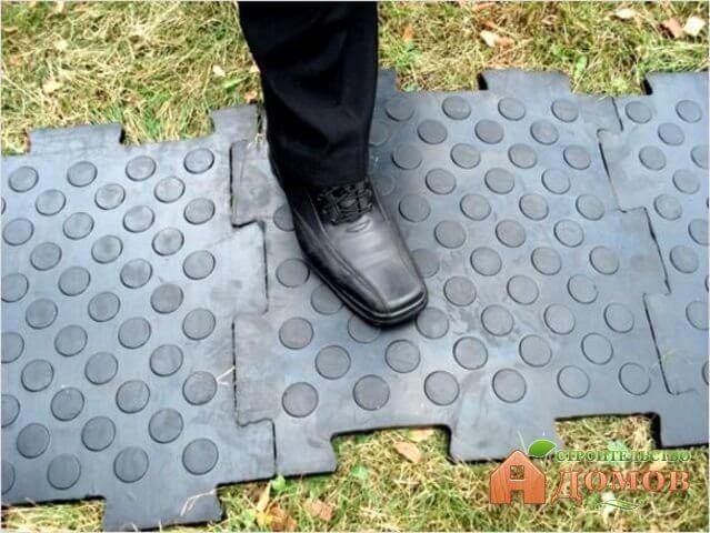 Резиновые плитки для садовых дорожек. Их укладка, эксплуатация, преимущества