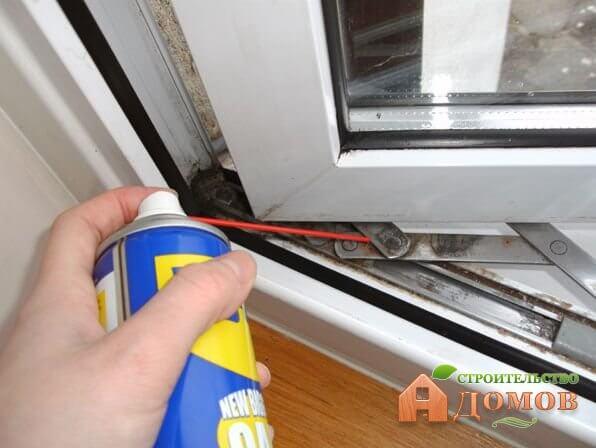 Чем смазывать пластиковые окна?
