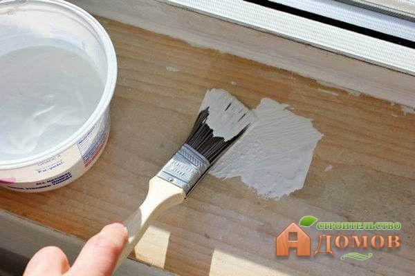 Краску для деревянных окон нужно разбавлять, чтобы она не была слишком густой