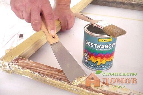Снятие старой краски с деревянных окон перед покраской